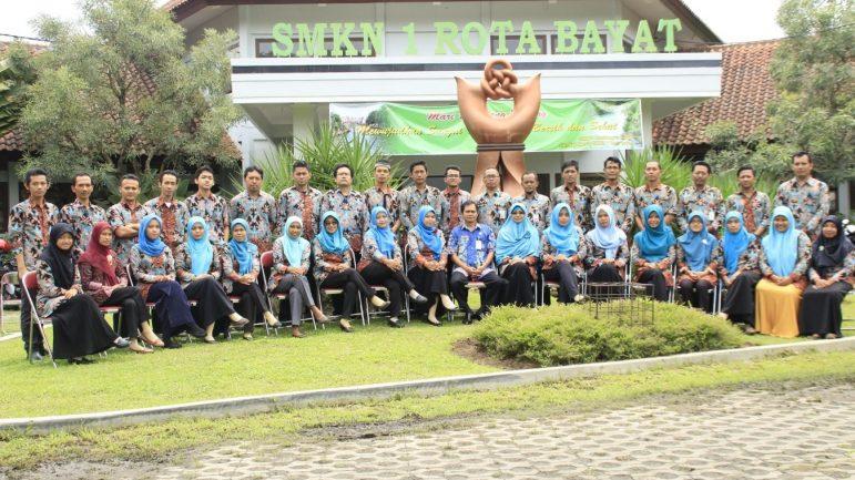 Foto Dewan Guru dan Karyawan SMKN 1 Rota Bayat
